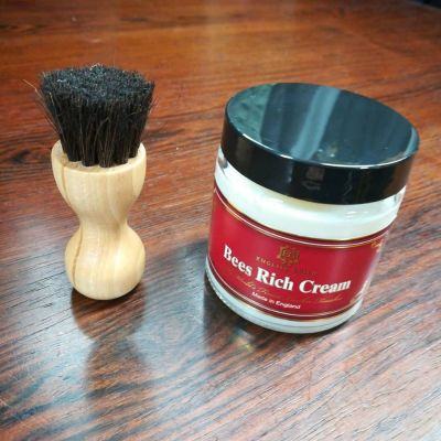englishguild-horse-penetrate-brush